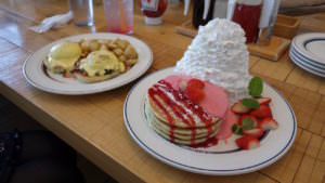 Pancakes and Egg benedict at Odaiba's Eggs 'n Things 2017