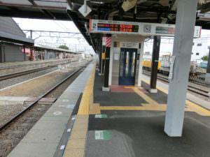 A platform at Shimoimaichi station