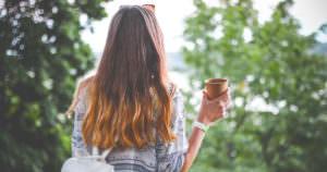 綺麗な髪の毛の女性モデル