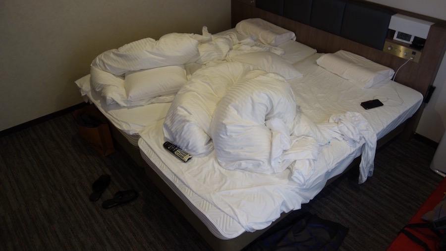 ホテルのぐちゃぐちゃベッド