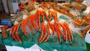 北海道、二条市場の魚介、蟹、ウニ、毛ガニ、タラバガニ