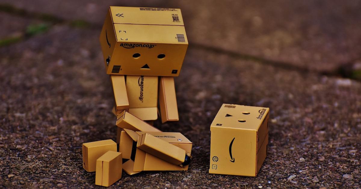 アマゾンのトラスコ(TRUSCO)、両親と子供の悲しそうな表情