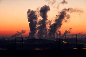 工場などから発生する有害物質pm2.5は人体に影響するので対策が必要。