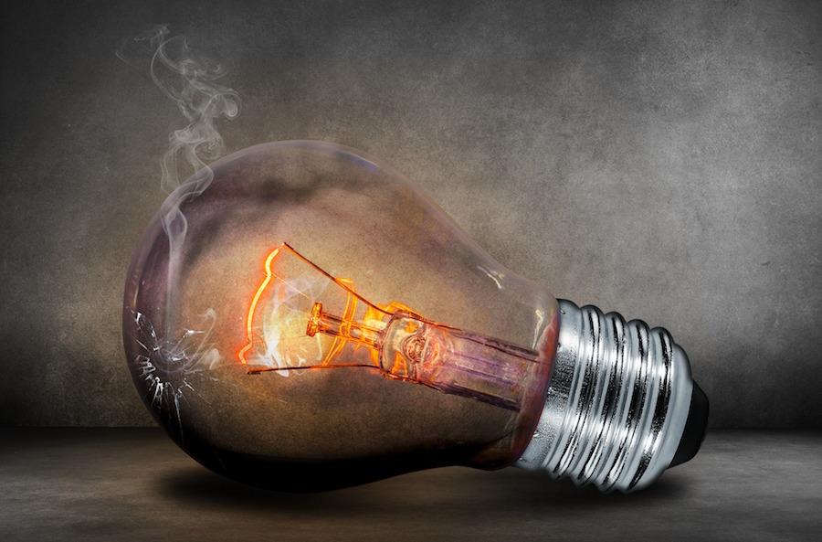 電球がビリビリして熱くなる