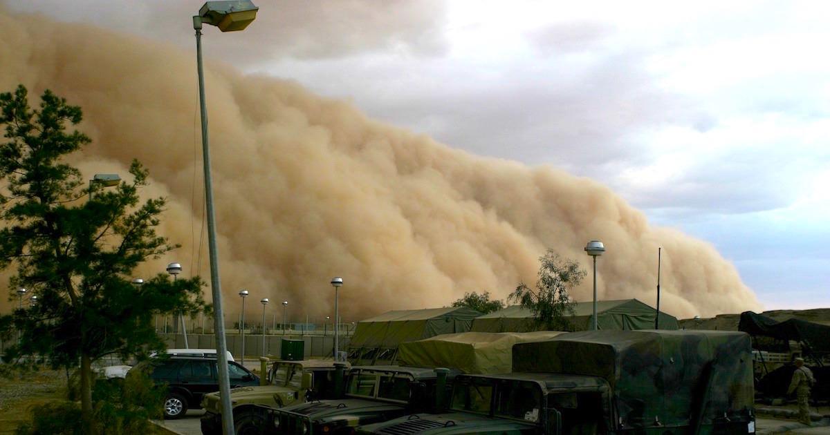 米アリゾナ州のフェニックス市で起こった超巨大砂嵐。国民に負傷はなかった。