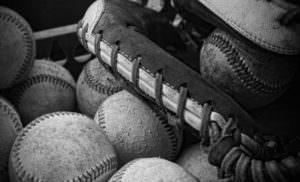 硬式野球は高額な費用がかかる。