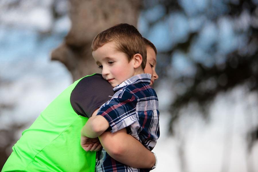 ハグによって子供に与える影響は大きい。優しい子に育つ