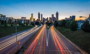 高速道路で光が伸びてる写真を撮影