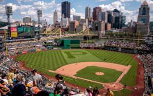 海外の野球球場の雰囲気は外国人の熱気でとても熱い