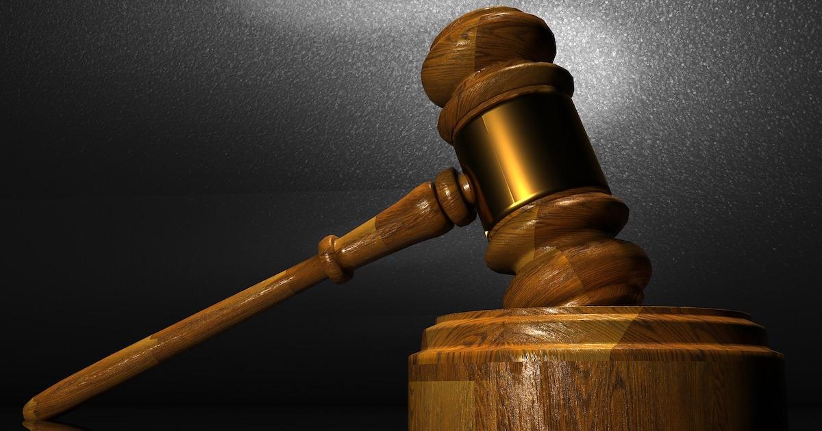 テイラースイフトが訴訟を起こされる。