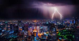 ゲリラ雷雨による被害は多くとても危険