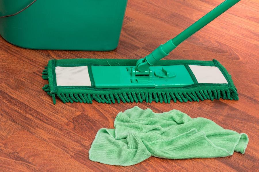 モップを拭くのでかなりカロリーが消費されます!汚いと汚いほどカロリー消費が高い