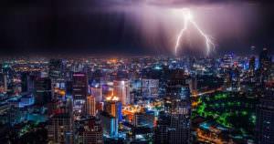 雷が落ちる瞬間