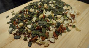グラノーラにナッツや種を大量に入れると健康効果がアップ