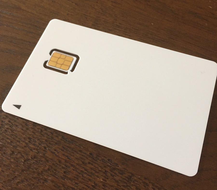 LINEモバイルのnanoシムカード。