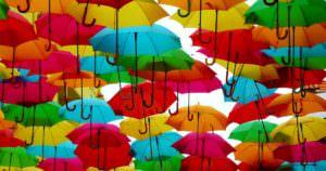 傘がたくさんある外国の有名な観光地