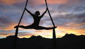 内村航平×武井壮 体操教室で驚異の身体能力を見せる